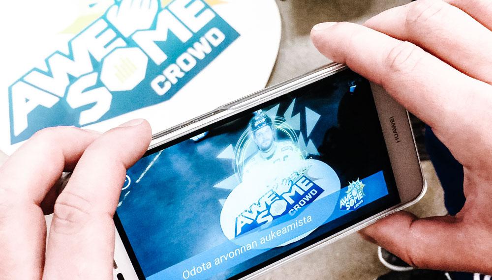 Älypuhelimen ruudulla esillä virtuaalituotanto-osaamista.